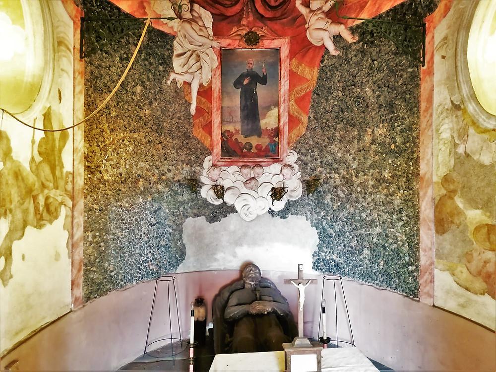 Interiér kaple v Kokorech