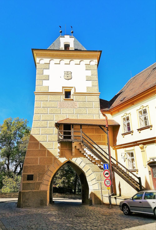 Kněžská brána v Žatci je podle některých odborníků jednou z nejkrásnějších českých bran