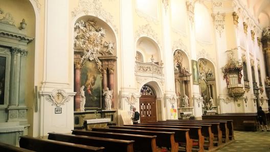 Řada bočních oltářů v Dubu nad Moravou