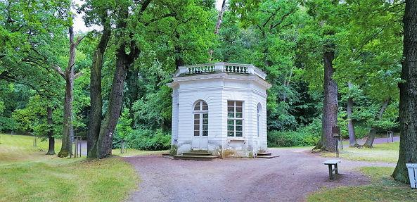Goethův pavilon v anglickém zámeckém parku v Krásném Dvoře