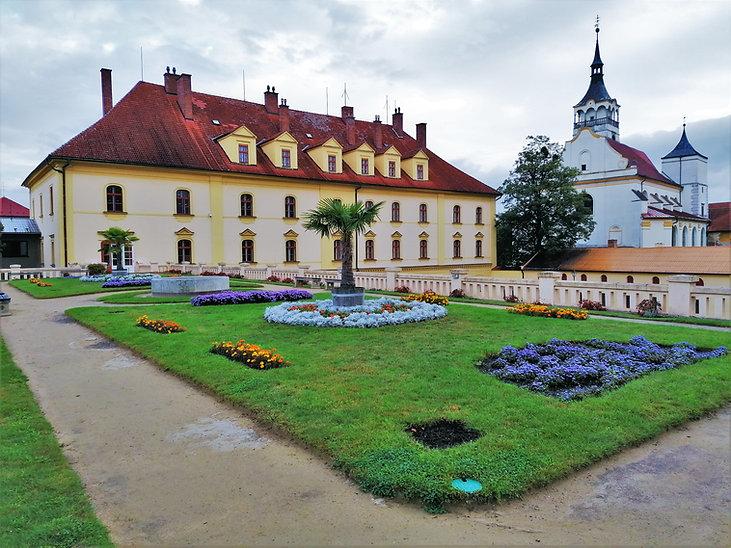 Unikátní střešní zahrada na budově bývalých stájí v Lipníku nad Bečvou