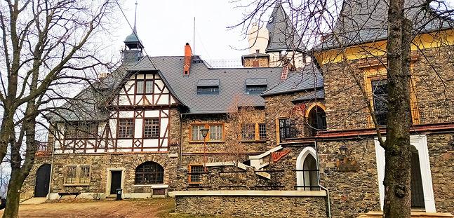 Replika hradu Doubravka.jpg