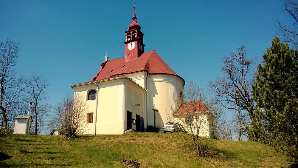Kostel Andělů strážných na místě bývalého hradu Grünberk ve Strážisku