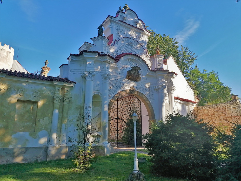 Rokoková brána zámku v Ličkově