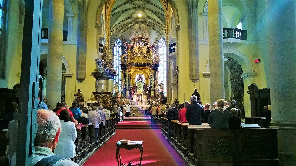 Interiér_kostela_Narození_Panny_Marie.