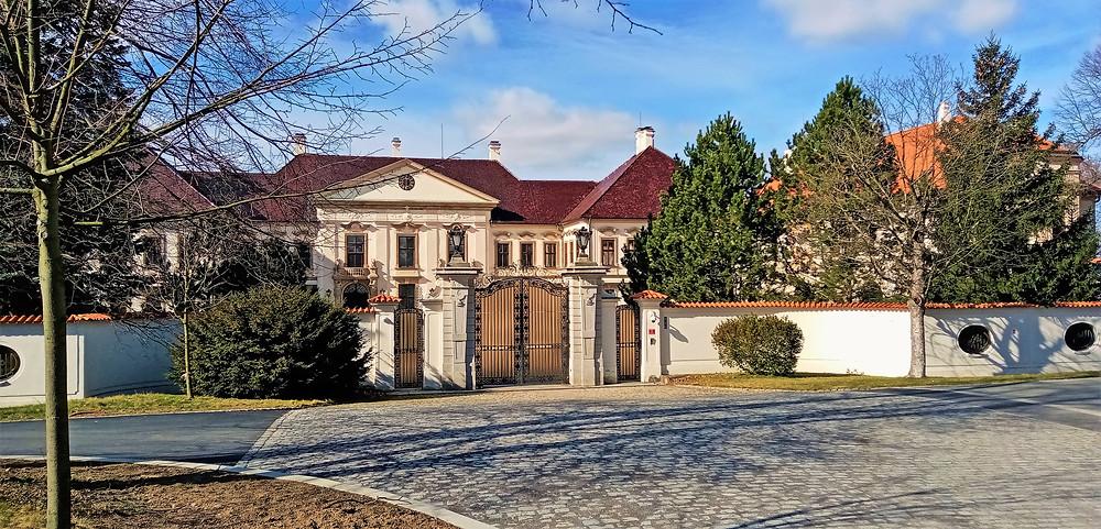Zámek v Kolodějích užíval ještě před lánským zámkem jako svůj domov prezident Masaryk