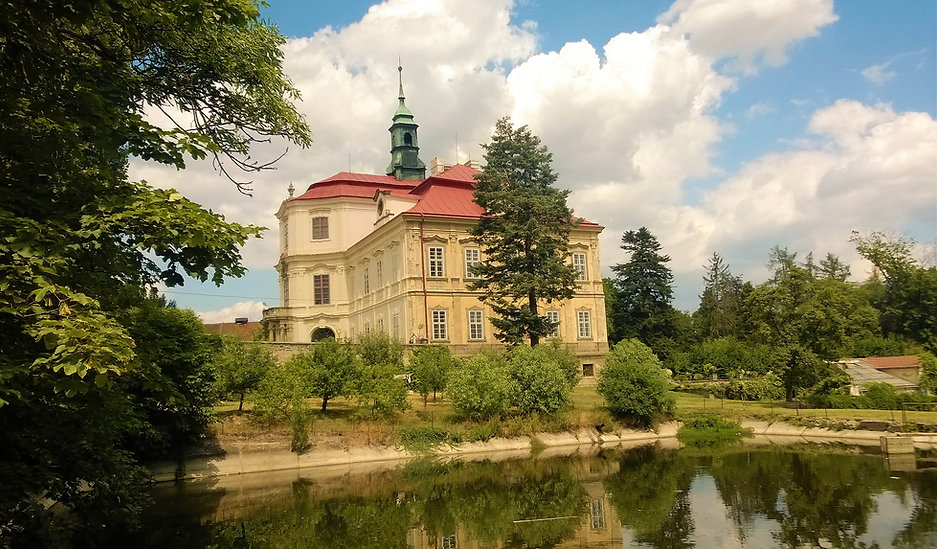 Rekonstruovaný zámek v Trpístech.jpg