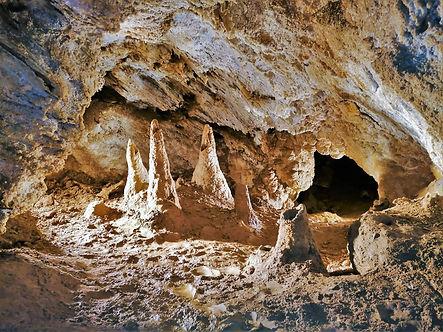 Raftové stalagmity v Národní přírodní památce Zbrašovské aragonitové jeskyně