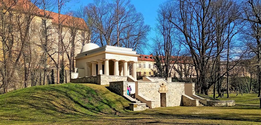 V Jihoslovanském mauzoleu jsou uloženy ostatky 1188 vojáků ze zemí dnes již neexistující Jugoslávie, kteří zemřeli v první světové válce