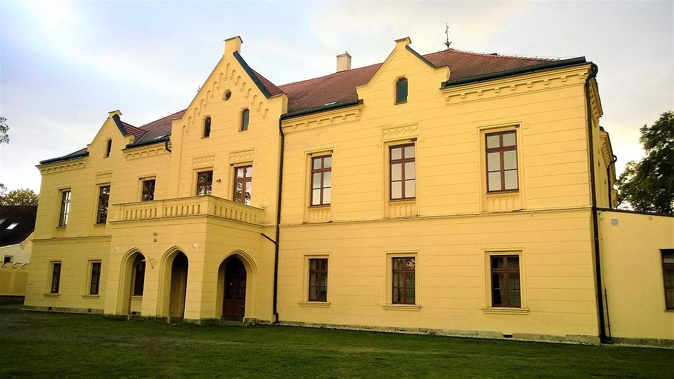 Zámek v Osvračíně.jpg