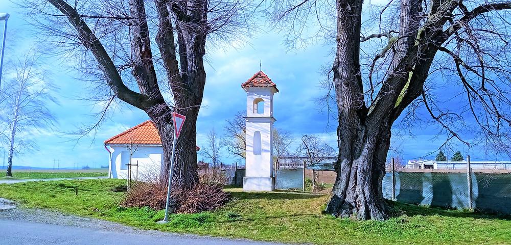 Dvě památné Tučapské lípy a boží muka stará 350 let