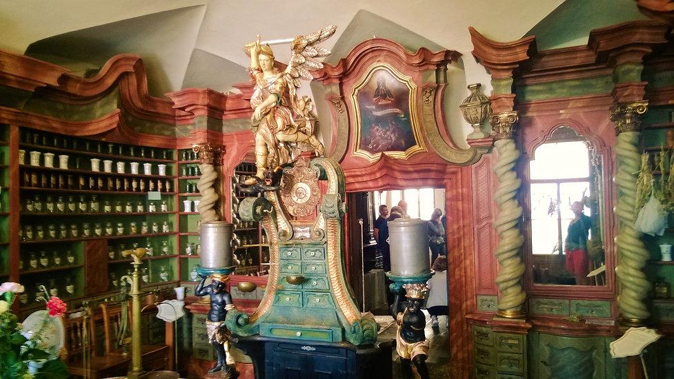 V barokní lékárně U Jednorožce v Klatove