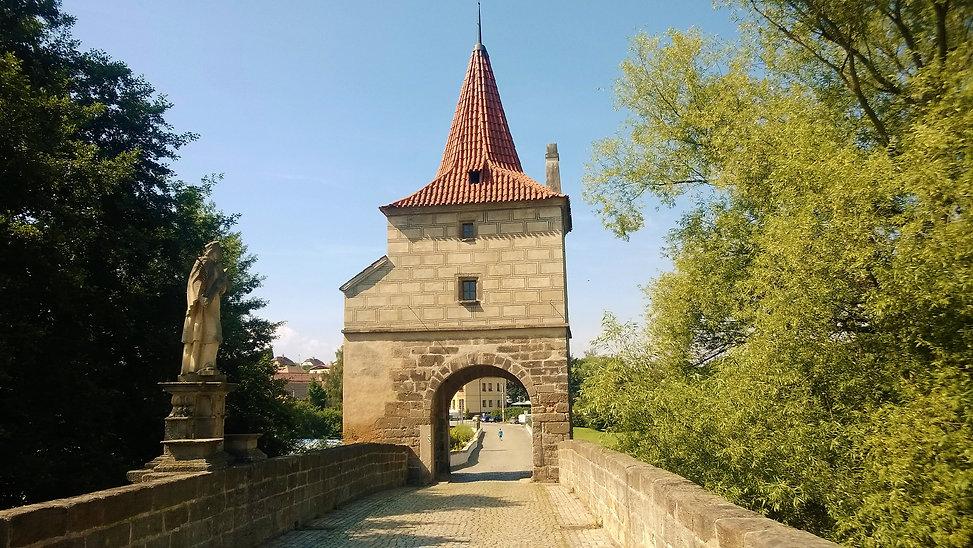 Kamenný renesanční most ve Stříbře patří