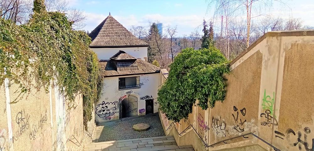 Michalský výpad v Olomouci je hranolová strážní věž pocházející z 18. století