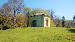 Mánesův pavilon v zámeckém parku Čechy pod Kosířem