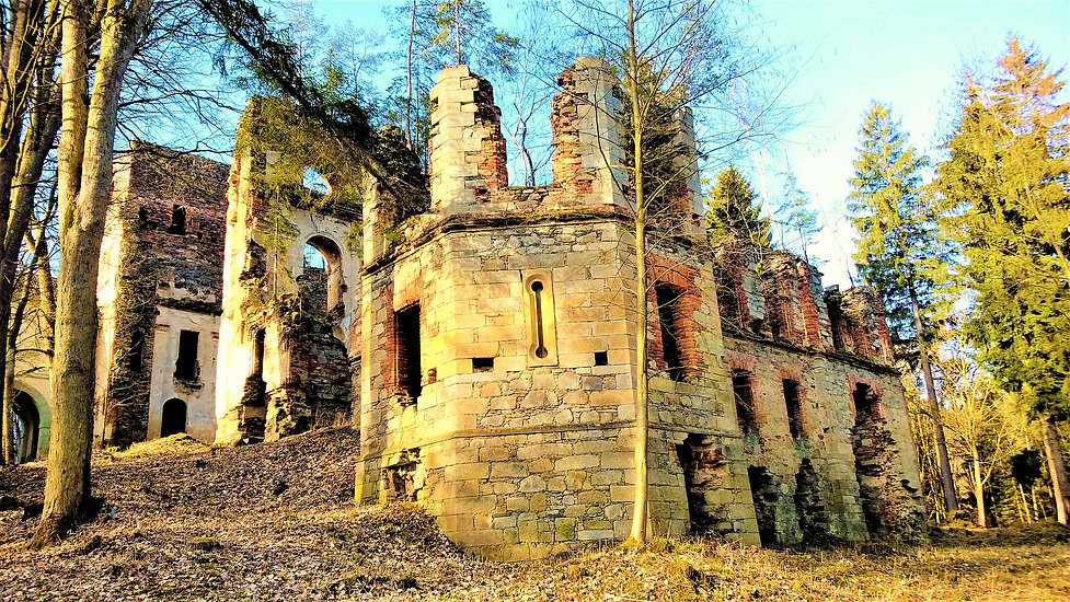 Ruiny kláštera Paulánů ve Světcích.jpg