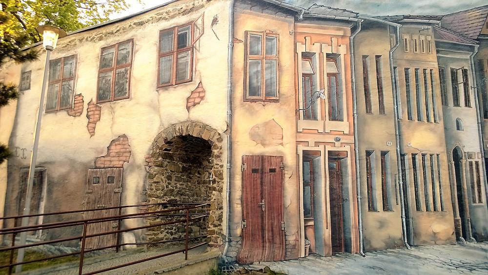 Replika prostějovského židovského města namalovaná na zbytku městských hradeb