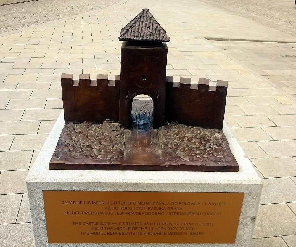 Bronzový model Hradské brány