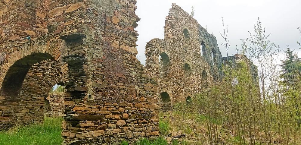 Bývalá uhelna v obci Kovářská