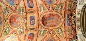 Detail stropní výzdoby Baziliky Navštívení Panny Marie na Svatém Kopečku