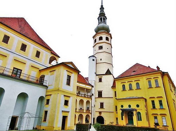 Formosa neboli Spanilá věž na zámku v Tovačově vznikla už v roce 1491 a je nejvyšší zámeckou a čtvrtou nejvyšší věží v Česku vůbec
