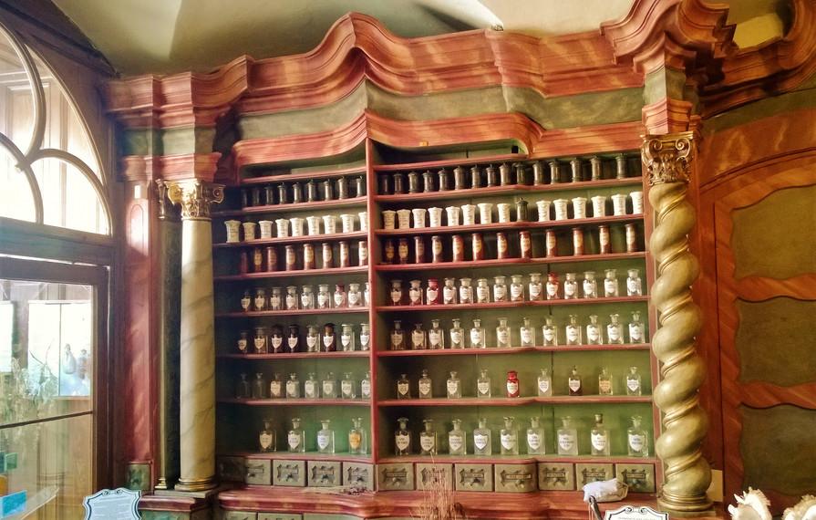 Galerie: Barokní lékárna U Bílého jednorožce