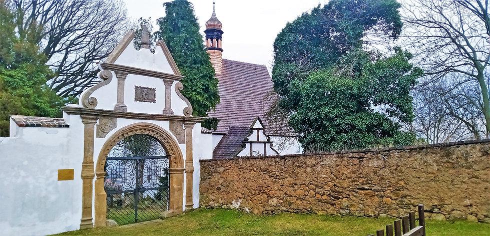 6 - Kostel svaté Anny v Krupce má kromě