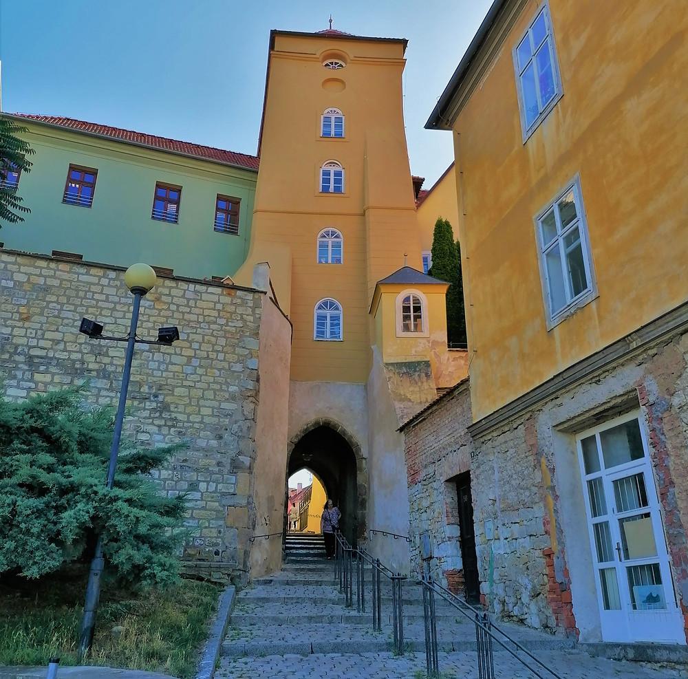 Libočanská brána tvoří součást fortifikace města Žatce