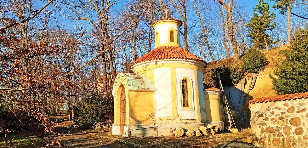 Rotunda u vstupu do zámku Korozluky