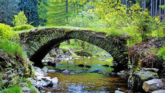 Mostek přes Prunéřovský potok si i nadál