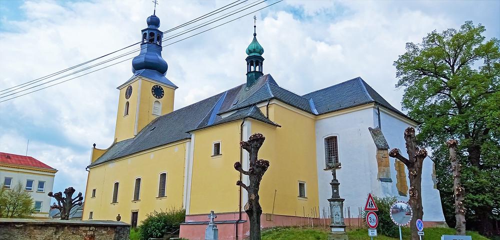 Nejstarší budovou  šumperského okresu je kostel svatého Prokopa v Lošticích