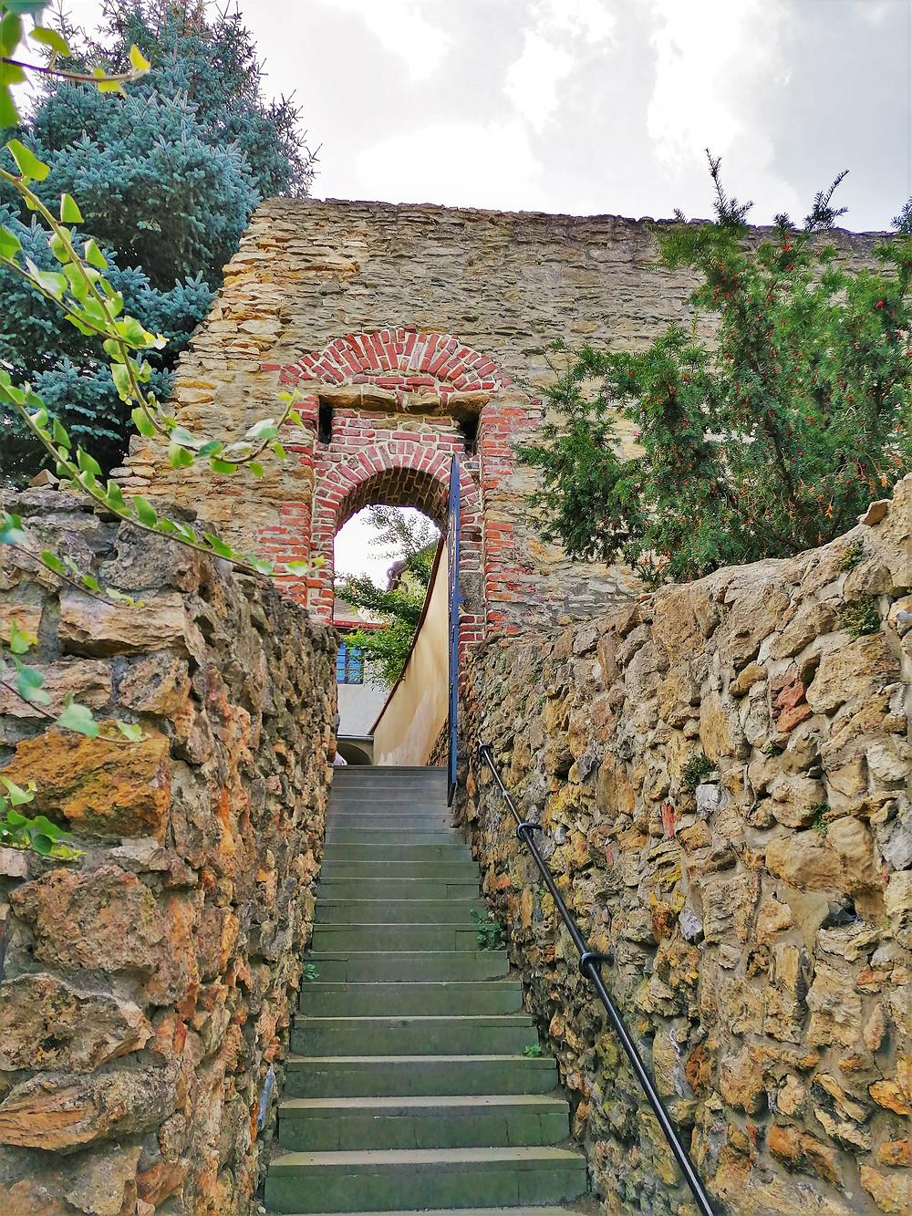 Vstup do Přerovské fortny od nábřeží Bečvy