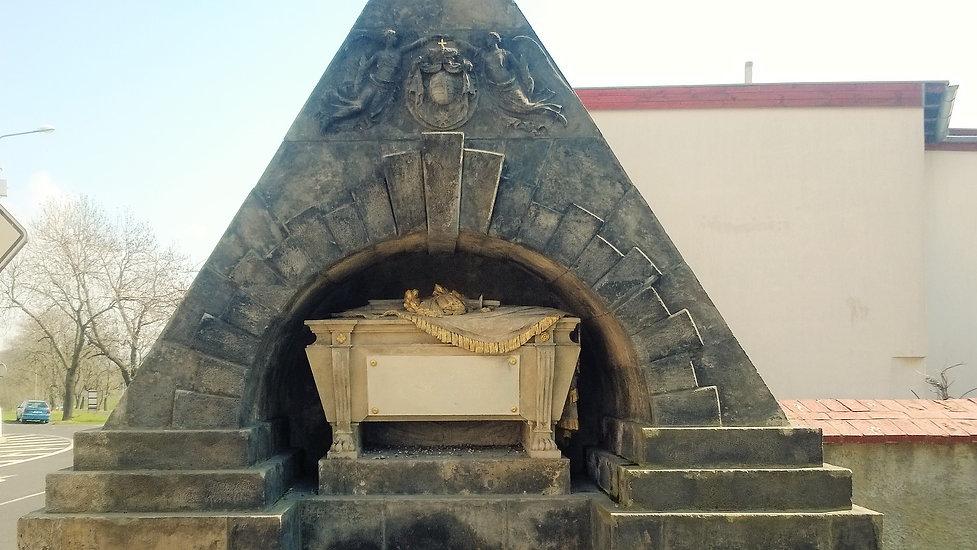 Empírový náhrobek saského prince v Oseku