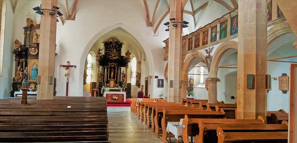 Interiér kostela Nanebevzetí Panny Marie v Chomutově