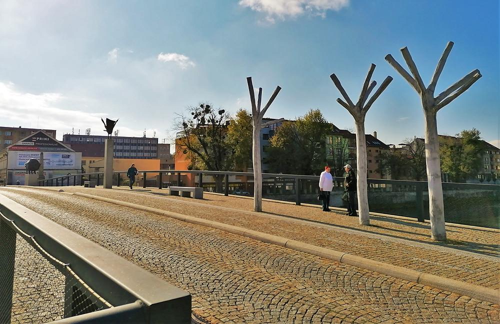 Na místě dnešního Tyršova mostu stával od roku 1903 jeden z prvních betonových mostů v českých krajích