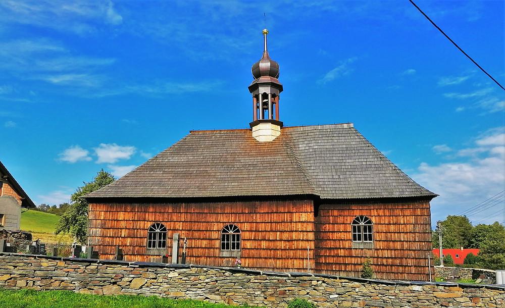 Kostel svatého Jana Křtitele v Lipné je vynikající ukázkou dřevostavby počátku 18. století