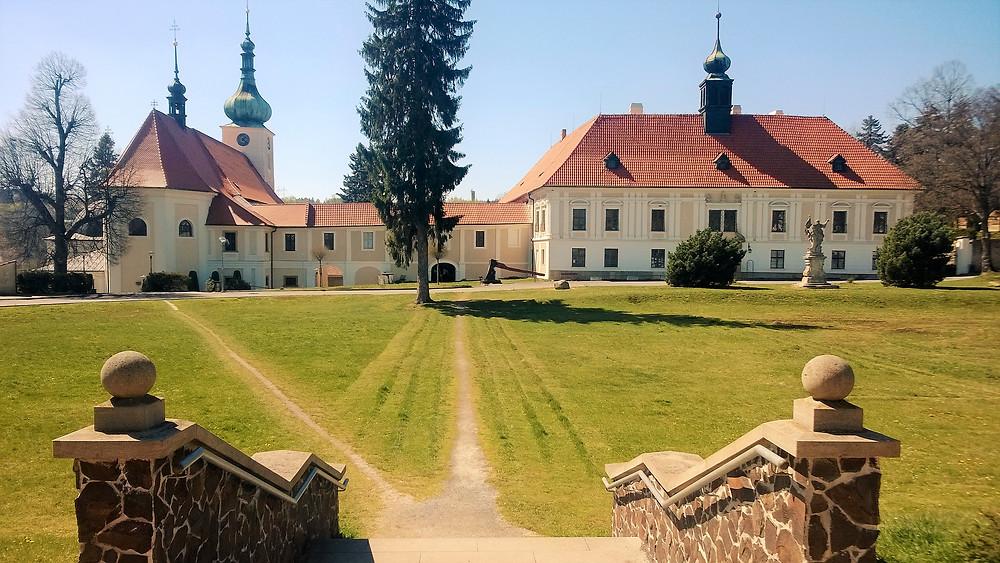 Zámek a kostel Narození Panny Marie v Konici