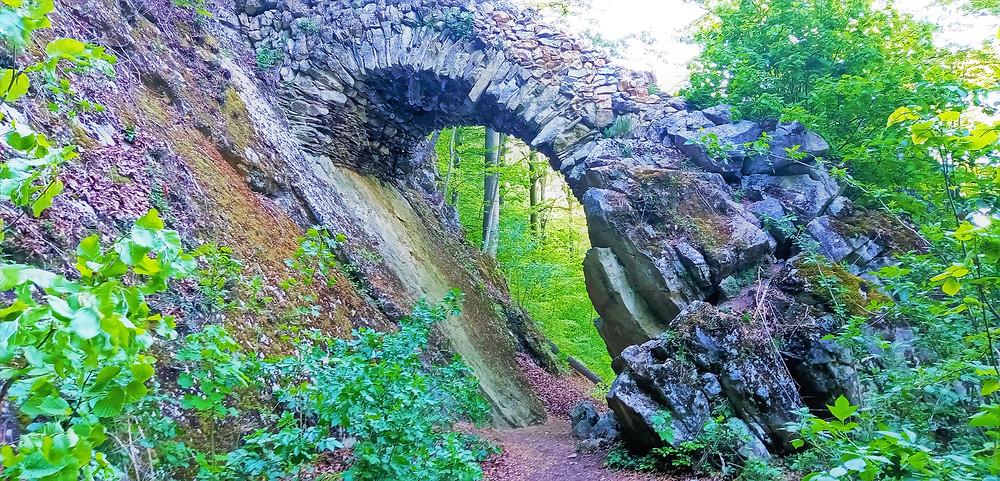 Čertův most je krásnou ukázkou přeměny lesního prostoru v užitný park s romantickými prvky
