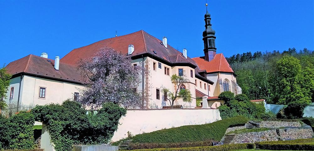 Vznik, rozvoj a činnost františkánského kláštera v Kadani silně podporovali Lobkowiczové; k nejvýznamnějším podporovatelům patřili Jan Hasištejnský, jeho bratr Bohuslav; v době renesance pak Jan Popel z Lobkowicz