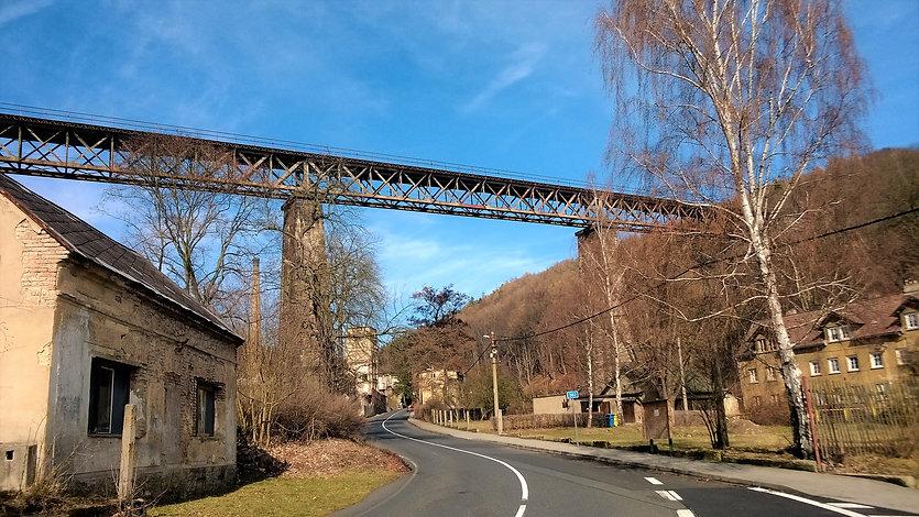 Železniční most Hrob.jpg