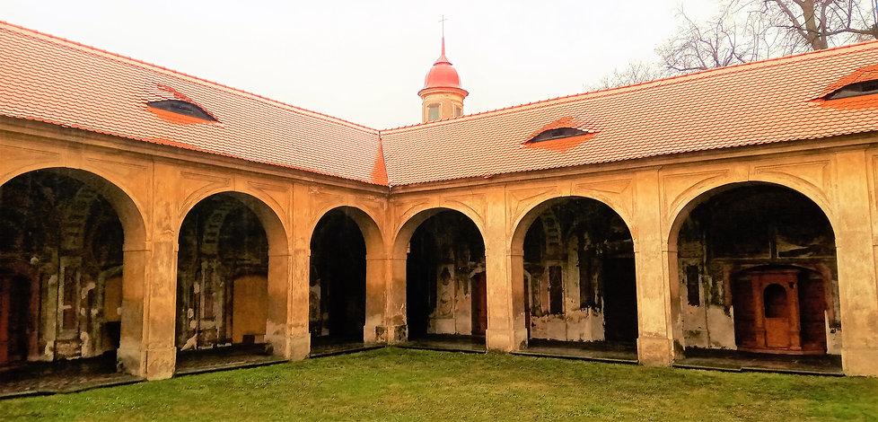 Ambit kolem poutního kostela v Mariánských Radčicích