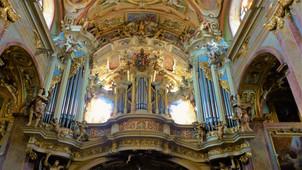 Kostel Navštívení Panny Marie na Svatém Kopečku byl v roce 1995 povýšen Janem Pavlem II. na Baziliku minor