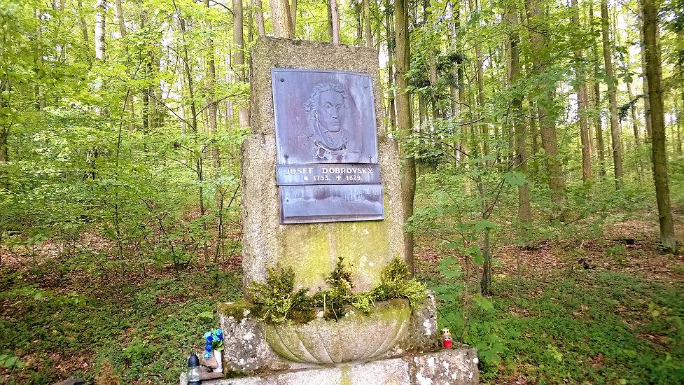 x - Pomník_Josefa_Dobrovského_v_Chuden