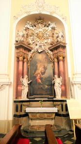 Obraz Josefa Sterna Strážný anděl, který je druhým uctívaným obrazem v Kosstele Očišťování Panny Marie v Dubu nad Moravou