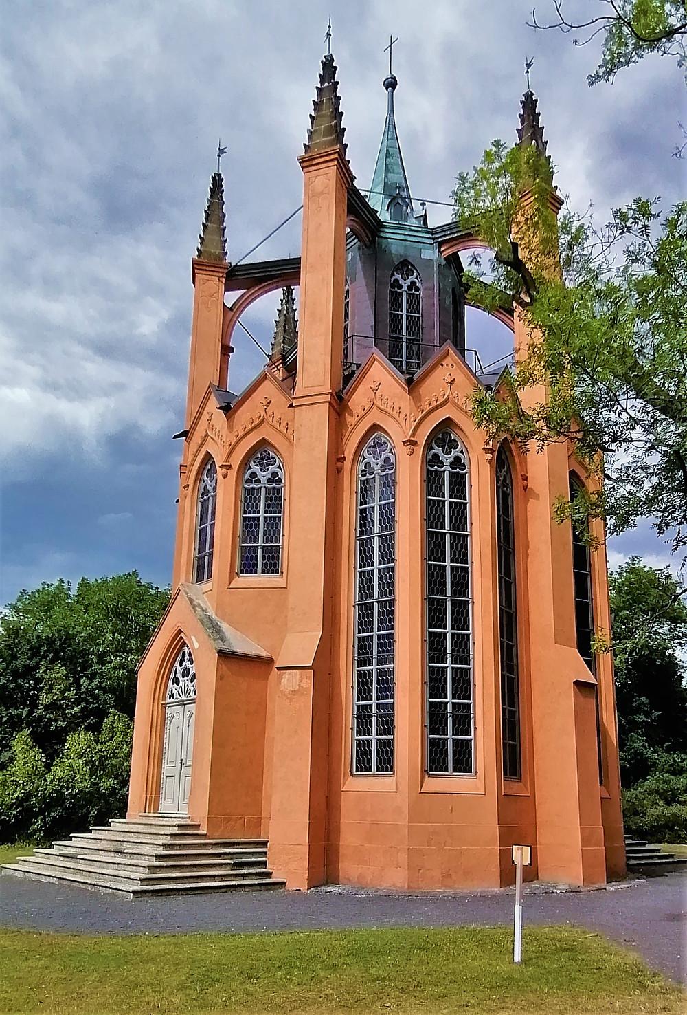 Rozhledna Gotický templ v Krásném Dvoře je skvělou ukázkou neogotického stavebnictví