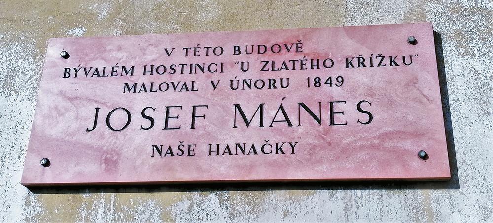 Pamětní deska na kojetínském Okresním domě připomíná umělecký pobyt malíře Josefa Mánese