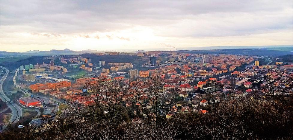 Z Hněvína je město most přímo panoramatické