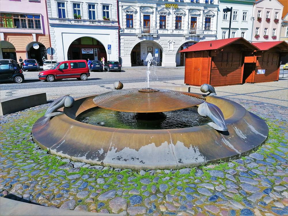 Kašna na náměstí Svobody v Žatci