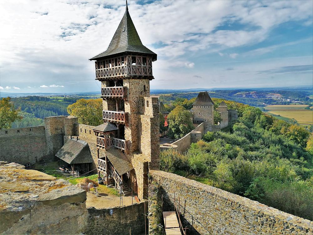 Husitská věž na Helfštýně byla dobudována roku 2002 podle návrhu architekta Zdeňka Gardavského