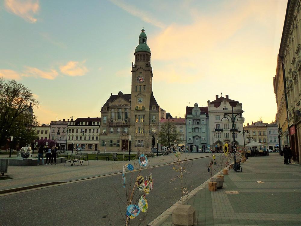 Soumrak nad radnicí s vyhlídkovou věží v Prostějově